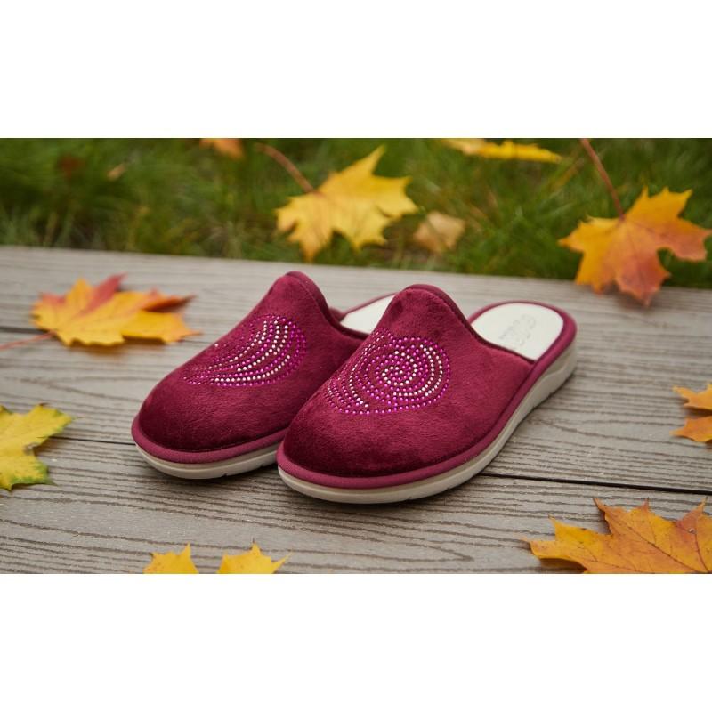 Домашние тапки из Европы: как выбрать качественную обувь для дома